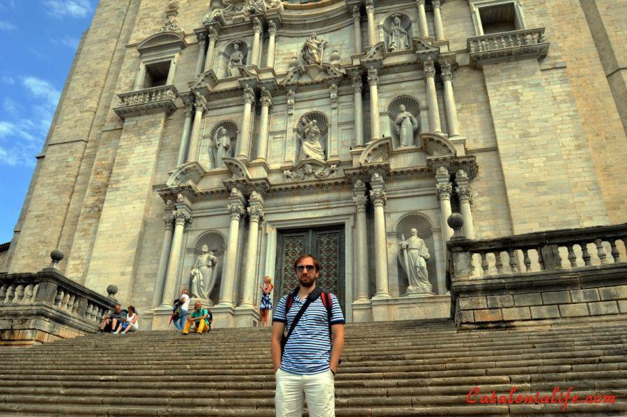 Я на фоне Кафедрального собора в Жироне