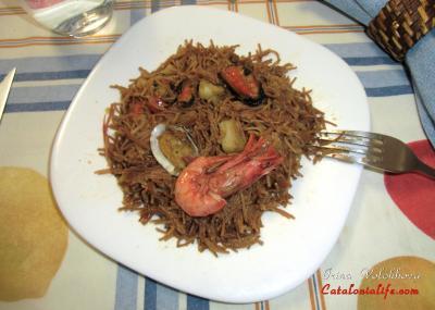 Фидеуа (Fideua) - блюдо из морепродуктов валенсийской кухни.