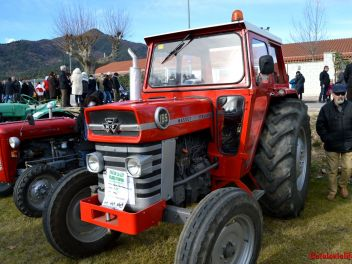 Праздник в честь Сан Антонио в Англесе (Anglès) 2017:выставка машин,тракторов