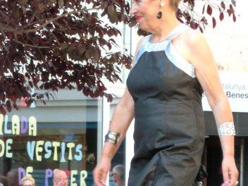 Дефиле в платьях из бумаги в Бланесе 2014